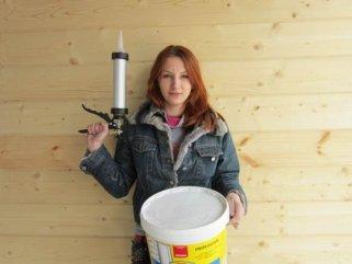 Чем заделать трещины и щели в брусе дома из клееного бруса? Совет специалиста