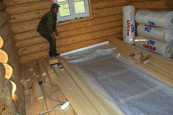 Чем покрыть полы в деревянном доме своими руками 28