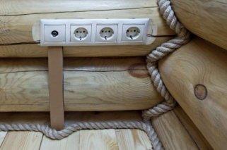 Особенности монтажа проводки в деревянном доме