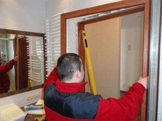 Какие инструменты применяются при установке межкомнатных дверей?