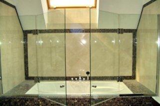 Использование стеклянных перегородок при ремонте ванной комнаты