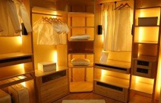 Как провести подсветку в шкаф-купе?