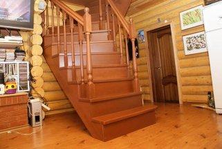 Деревянные лестницы для загородного дома: какие  самые надежные и долговечные?