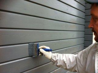 Особенности работ по покраске деревянного дома