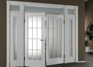 Стоит ли брать межкомнатную дверь со стеклом?