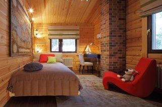 Какая детская мебель гармонирует со стилем деревянного дома